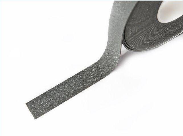 Protiskluzová páska šíře 25 mm - šedá